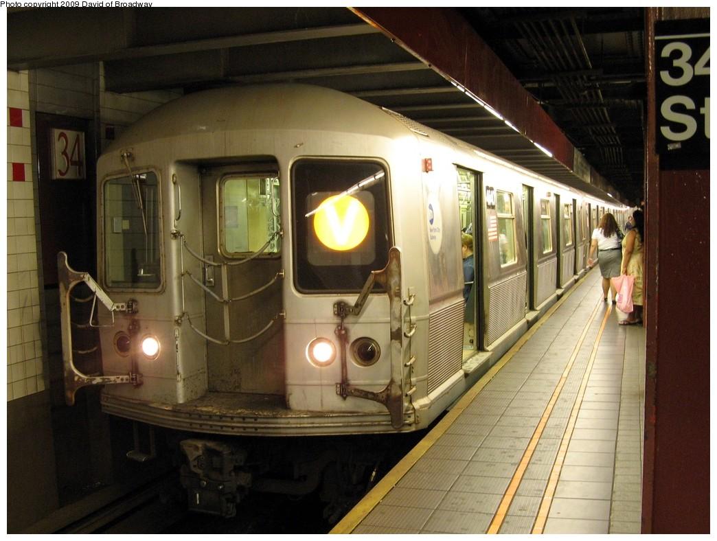 (207k, 1044x788)<br><b>Country:</b> United States<br><b>City:</b> New York<br><b>System:</b> New York City Transit<br><b>Line:</b> IND 6th Avenue Line<br><b>Location:</b> 34th Street/Herald Square <br><b>Route:</b> V<br><b>Car:</b> R-40M (St. Louis, 1969)  4540 <br><b>Photo by:</b> David of Broadway<br><b>Date:</b> 7/13/2009<br><b>Viewed (this week/total):</b> 0 / 1576