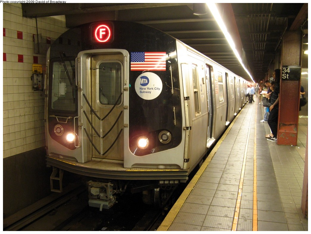 (209k, 1044x788)<br><b>Country:</b> United States<br><b>City:</b> New York<br><b>System:</b> New York City Transit<br><b>Line:</b> IND 6th Avenue Line<br><b>Location:</b> 34th Street/Herald Square <br><b>Route:</b> F<br><b>Car:</b> R-160A/R-160B Series (Number Unknown)  <br><b>Photo by:</b> David of Broadway<br><b>Date:</b> 7/13/2009<br><b>Viewed (this week/total):</b> 4 / 1790