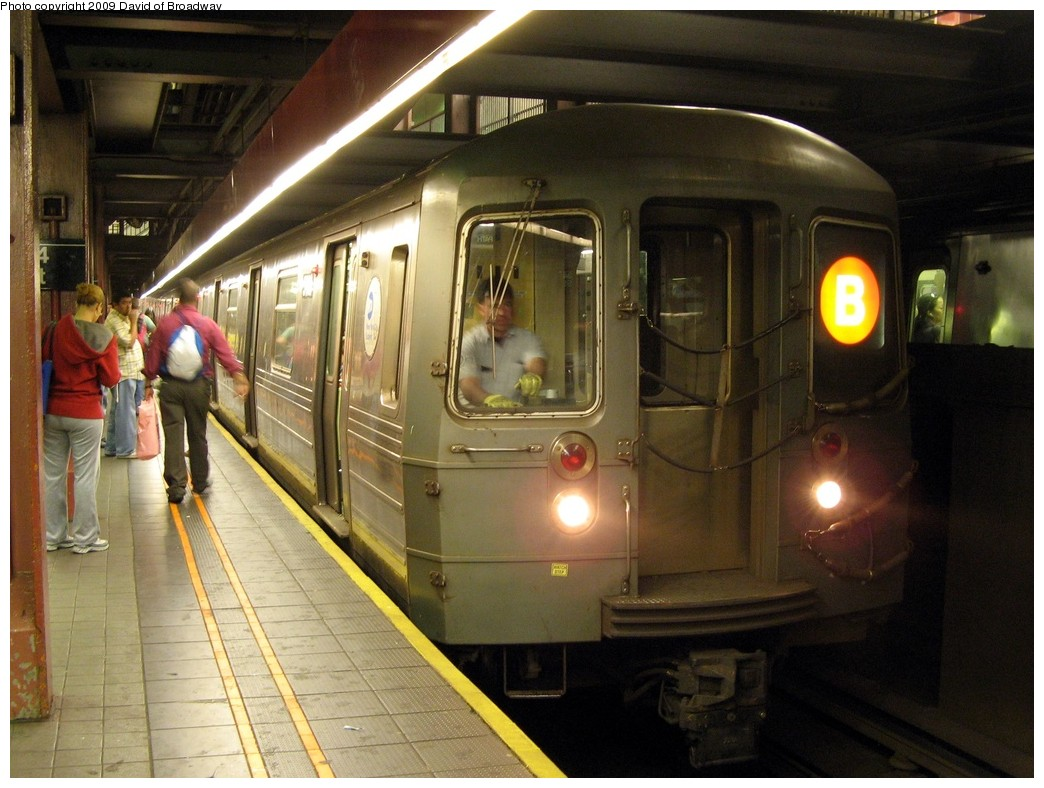 (206k, 1044x788)<br><b>Country:</b> United States<br><b>City:</b> New York<br><b>System:</b> New York City Transit<br><b>Line:</b> IND 6th Avenue Line<br><b>Location:</b> 34th Street/Herald Square <br><b>Route:</b> B<br><b>Car:</b> R-68A (Kawasaki, 1988-1989)   <br><b>Photo by:</b> David of Broadway<br><b>Date:</b> 7/13/2009<br><b>Viewed (this week/total):</b> 1 / 1574