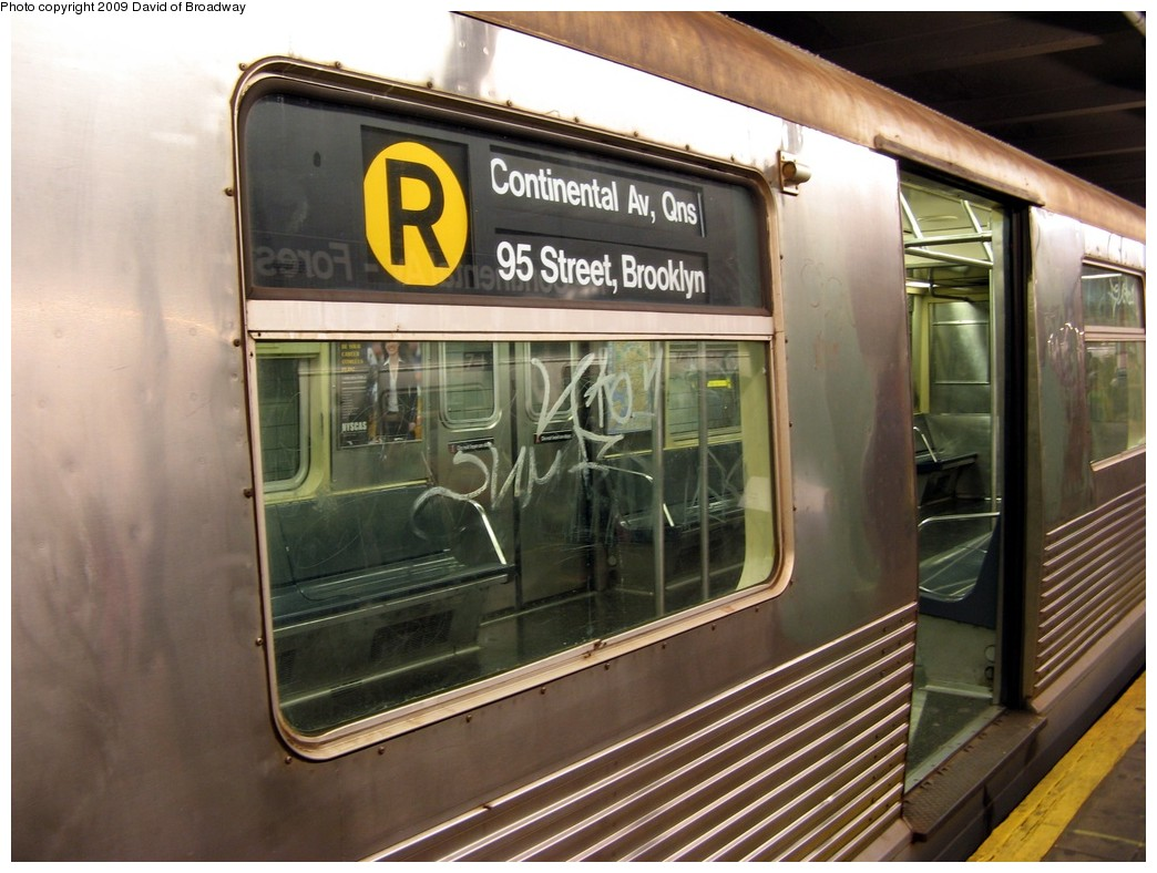 (200k, 1044x788)<br><b>Country:</b> United States<br><b>City:</b> New York<br><b>System:</b> New York City Transit<br><b>Line:</b> IND Queens Boulevard Line<br><b>Location:</b> 71st/Continental Aves./Forest Hills <br><b>Route:</b> R<br><b>Car:</b> R-42 (St. Louis, 1969-1970)   <br><b>Photo by:</b> David of Broadway<br><b>Date:</b> 7/13/2009<br><b>Viewed (this week/total):</b> 0 / 1649