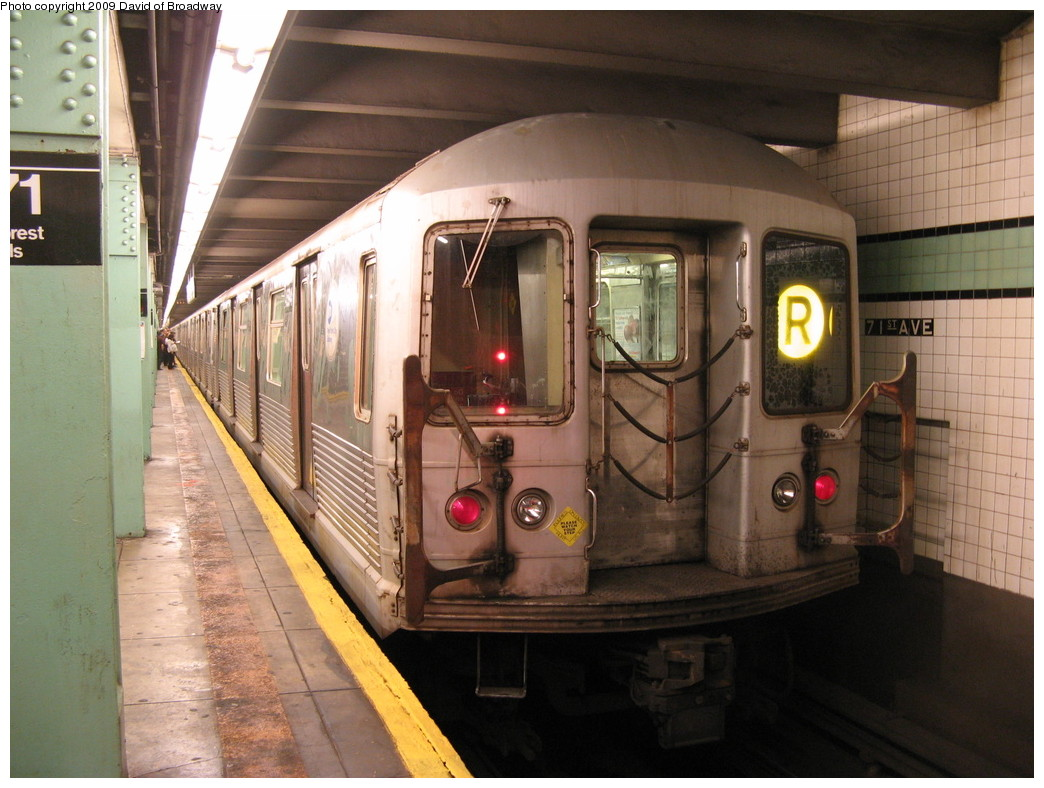 (218k, 1044x788)<br><b>Country:</b> United States<br><b>City:</b> New York<br><b>System:</b> New York City Transit<br><b>Line:</b> IND Queens Boulevard Line<br><b>Location:</b> 71st/Continental Aves./Forest Hills <br><b>Route:</b> R<br><b>Car:</b> R-42 (St. Louis, 1969-1970)  4594 <br><b>Photo by:</b> David of Broadway<br><b>Date:</b> 7/13/2009<br><b>Viewed (this week/total):</b> 0 / 1091