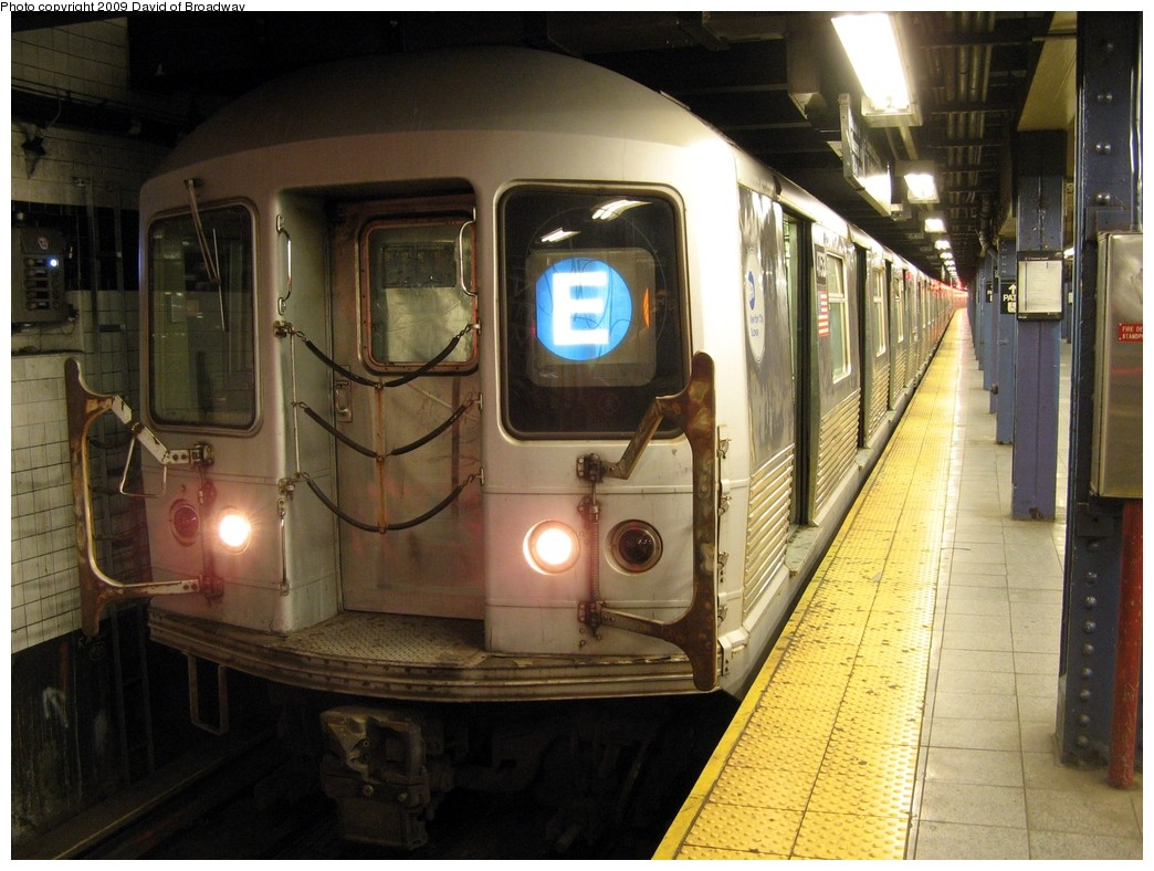(213k, 1044x788)<br><b>Country:</b> United States<br><b>City:</b> New York<br><b>System:</b> New York City Transit<br><b>Line:</b> IND 8th Avenue Line<br><b>Location:</b> Chambers Street/World Trade Center <br><b>Route:</b> E<br><b>Car:</b> R-42 (St. Louis, 1969-1970)  4753 <br><b>Photo by:</b> David of Broadway<br><b>Date:</b> 7/13/2009<br><b>Viewed (this week/total):</b> 0 / 1266