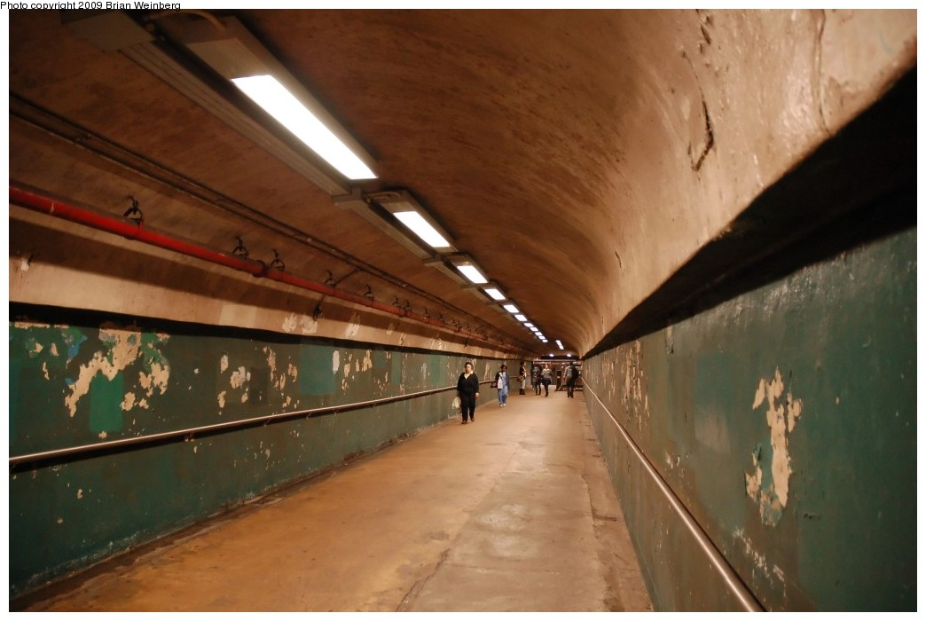 (198k, 1044x700)<br><b>Country:</b> United States<br><b>City:</b> New York<br><b>System:</b> New York City Transit<br><b>Line:</b> IND 8th Avenue Line<br><b>Location:</b> 190th Street/Overlook Terrace <br><b>Photo by:</b> Brian Weinberg<br><b>Date:</b> 5/14/2009<br><b>Notes:</b> 190 St station entrance @ Bennett Ave & W 193 St. Looking west up the tunnel towards the platforms.<br><b>Viewed (this week/total):</b> 9 / 1805
