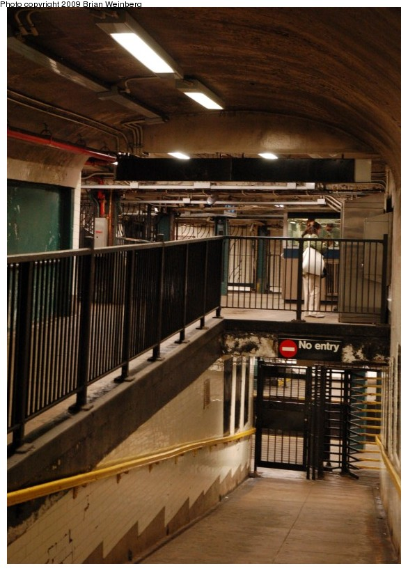 (186k, 586x820)<br><b>Country:</b> United States<br><b>City:</b> New York<br><b>System:</b> New York City Transit<br><b>Line:</b> IND 8th Avenue Line<br><b>Location:</b> 190th Street/Overlook Terrace <br><b>Photo by:</b> Brian Weinberg<br><b>Date:</b> 5/14/2009<br><b>Notes:</b> 190 St station entrance @ Bennett Ave & W 193 St. Looking west at fare control on upper level and platforms on lower level.<br><b>Viewed (this week/total):</b> 0 / 2135