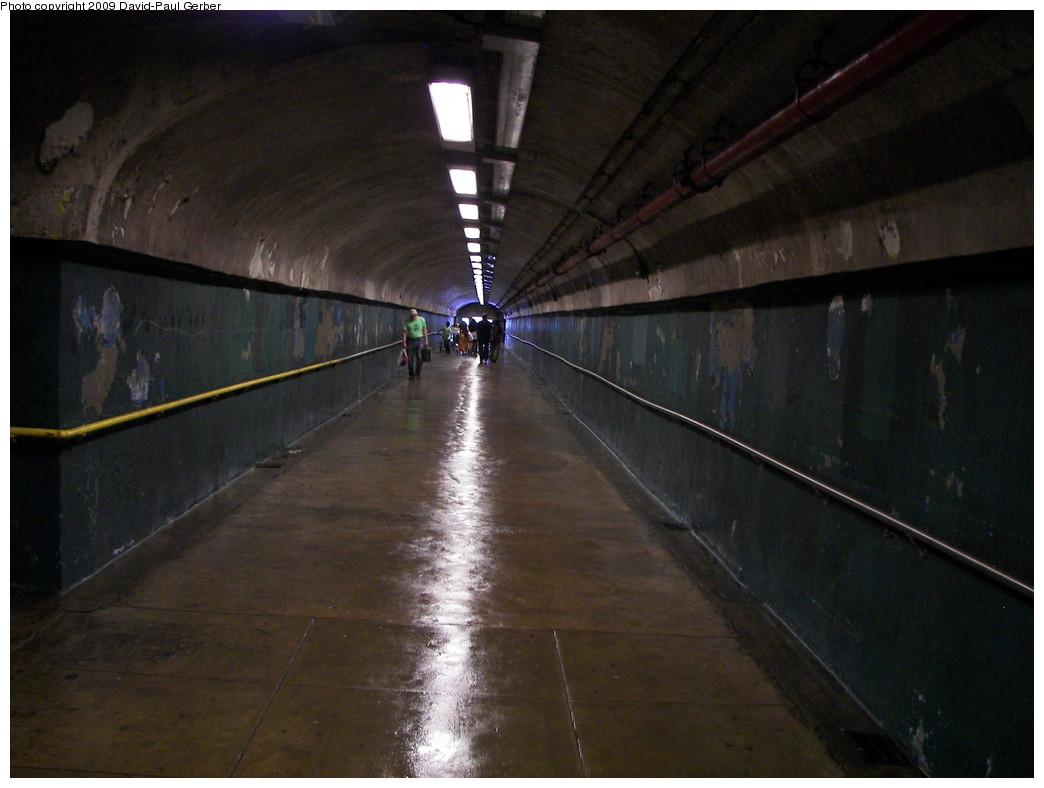 (231k, 1044x788)<br><b>Country:</b> United States<br><b>City:</b> New York<br><b>System:</b> New York City Transit<br><b>Line:</b> IND 8th Avenue Line<br><b>Location:</b> 190th Street/Overlook Terrace <br><b>Photo by:</b> David-Paul Gerber<br><b>Date:</b> 6/12/2009<br><b>Notes:</b> Passageway to Bennett Ave.<br><b>Viewed (this week/total):</b> 2 / 2101