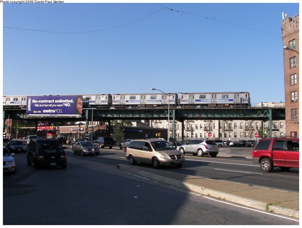 (250k, 1044x788)<br><b>Country:</b> United States<br><b>City:</b> New York<br><b>System:</b> New York City Transit<br><b>Line:</b> IRT Brooklyn Line<br><b>Location:</b> Saratoga Avenue <br><b>Route:</b> 3<br><b>Car:</b> R-62 (Kawasaki, 1983-1985)   <br><b>Photo by:</b> David-Paul Gerber<br><b>Date:</b> 7/10/2009<br><b>Notes:</b> View north toward E.98th from Kings Hwy & Rock Pkwy. Saratoga station 2.5 blocks east (right) along the el.<br><b>Viewed (this week/total):</b> 2 / 1657
