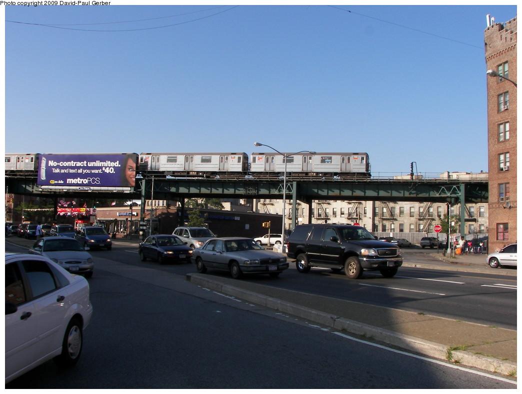 (246k, 1044x788)<br><b>Country:</b> United States<br><b>City:</b> New York<br><b>System:</b> New York City Transit<br><b>Line:</b> IRT Brooklyn Line<br><b>Location:</b> Saratoga Avenue <br><b>Route:</b> 3<br><b>Car:</b> R-62 (Kawasaki, 1983-1985)   <br><b>Photo by:</b> David-Paul Gerber<br><b>Date:</b> 7/10/2009<br><b>Notes:</b> View north toward E.98th from Kings Hwy & Rock Pkwy. Saratoga station 2.5 blocks east (right) along the el.<br><b>Viewed (this week/total):</b> 1 / 1491