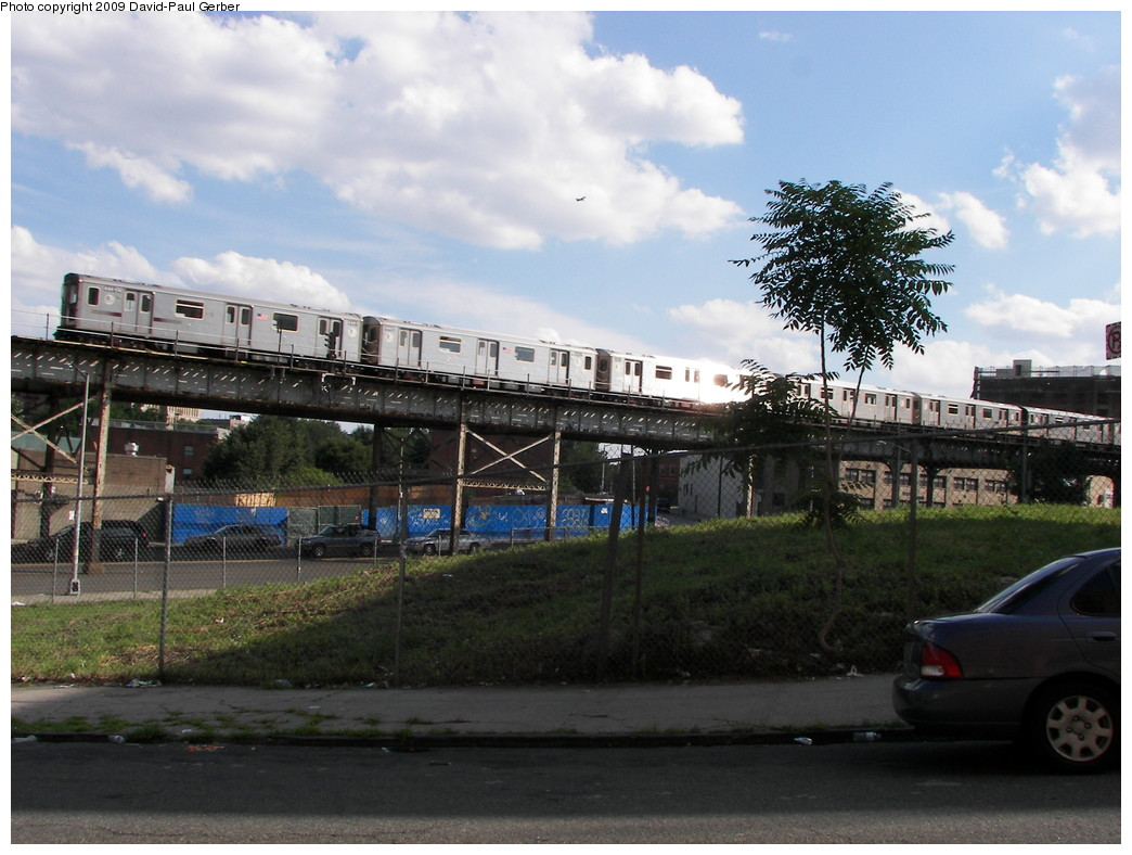 (263k, 1044x788)<br><b>Country:</b> United States<br><b>City:</b> New York<br><b>System:</b> New York City Transit<br><b>Line:</b> IRT White Plains Road Line<br><b>Location:</b> Intervale Avenue <br><b>Route:</b> 2/5<br><b>Car:</b> R-142 or R-142A (Number Unknown)  <br><b>Photo by:</b> David-Paul Gerber<br><b>Date:</b> 7/18/2009<br><b>Notes:</b> View from ground near Intervale Ave station.<br><b>Viewed (this week/total):</b> 0 / 1537