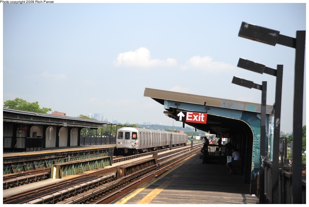 (140k, 1044x701)<br><b>Country:</b> United States<br><b>City:</b> New York<br><b>System:</b> New York City Transit<br><b>Line:</b> BMT Culver Line<br><b>Location:</b> Avenue P <br><b>Route:</b> F<br><b>Car:</b> R-46 (Pullman-Standard, 1974-75) 6068 <br><b>Photo by:</b> Richard Panse<br><b>Date:</b> 7/22/2009<br><b>Viewed (this week/total):</b> 1 / 936