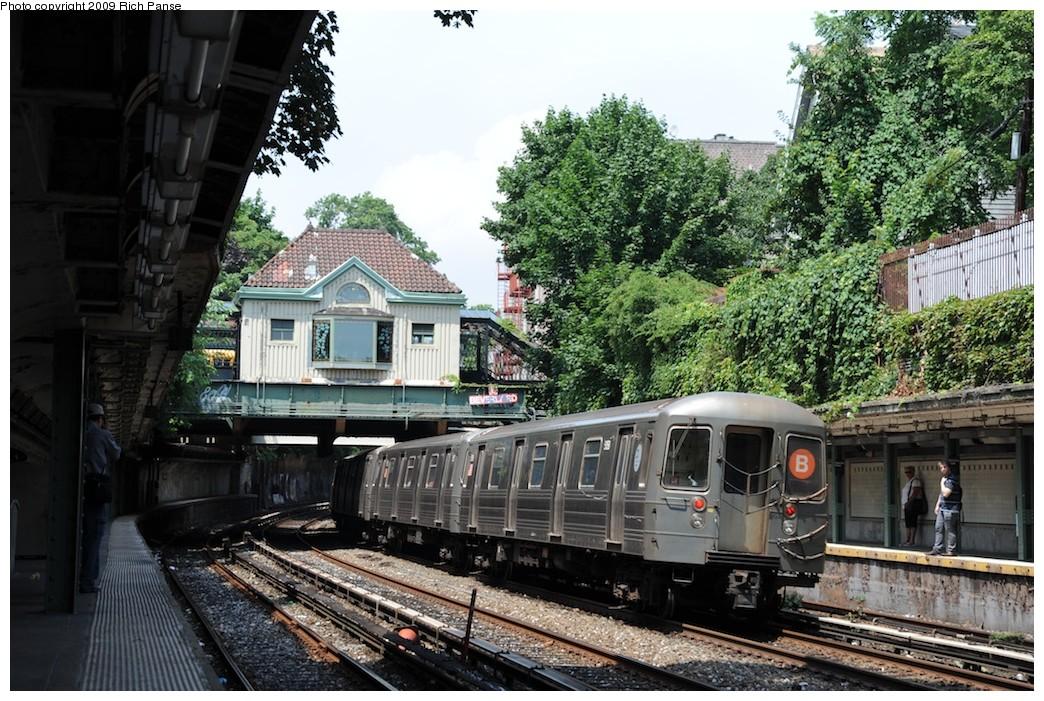 (258k, 1044x701)<br><b>Country:</b> United States<br><b>City:</b> New York<br><b>System:</b> New York City Transit<br><b>Line:</b> BMT Brighton Line<br><b>Location:</b> Beverley Road <br><b>Route:</b> B<br><b>Car:</b> R-68/R-68A Series (Number Unknown)  <br><b>Photo by:</b> Richard Panse<br><b>Date:</b> 7/22/2009<br><b>Viewed (this week/total):</b> 1 / 1017