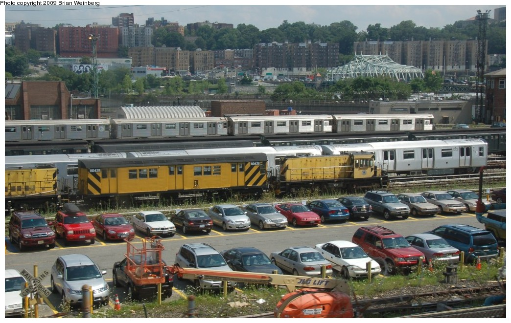 (289k, 1044x661)<br><b>Country:</b> United States<br><b>City:</b> New York<br><b>System:</b> New York City Transit<br><b>Location:</b> 207th Street Yard<br><b>Car:</b> R-161 Rider Car (ex-R-33)  RD428 <br><b>Photo by:</b> Brian Weinberg<br><b>Date:</b> 7/30/2009<br><b>Viewed (this week/total):</b> 3 / 1112