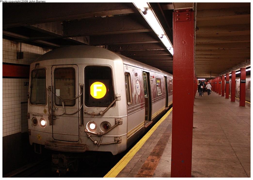 (208k, 1044x746)<br><b>Country:</b> United States<br><b>City:</b> New York<br><b>System:</b> New York City Transit<br><b>Line:</b> IND Queens Boulevard Line<br><b>Location:</b> Parsons Boulevard <br><b>Route:</b> F<br><b>Car:</b> R-44 (St. Louis, 1971-73) 5260 <br><b>Photo by:</b> John Barnes<br><b>Date:</b> 7/26/2009<br><b>Viewed (this week/total):</b> 0 / 2745