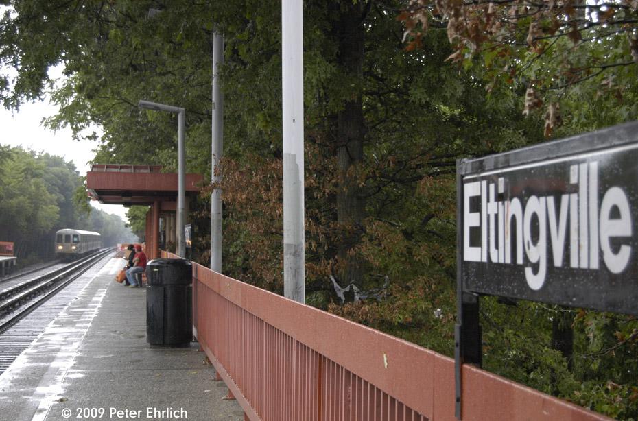 (239k, 930x614)<br><b>Country:</b> United States<br><b>City:</b> New York<br><b>System:</b> New York City Transit<br><b>Line:</b> SIRT<br><b>Location:</b> Eltingville <br><b>Car:</b> R-44 SIRT (St. Louis, 1971-1973) 442 <br><b>Photo by:</b> Peter Ehrlich<br><b>Date:</b> 7/29/2009<br><b>Notes:</b> Outbound<br><b>Viewed (this week/total):</b> 1 / 874