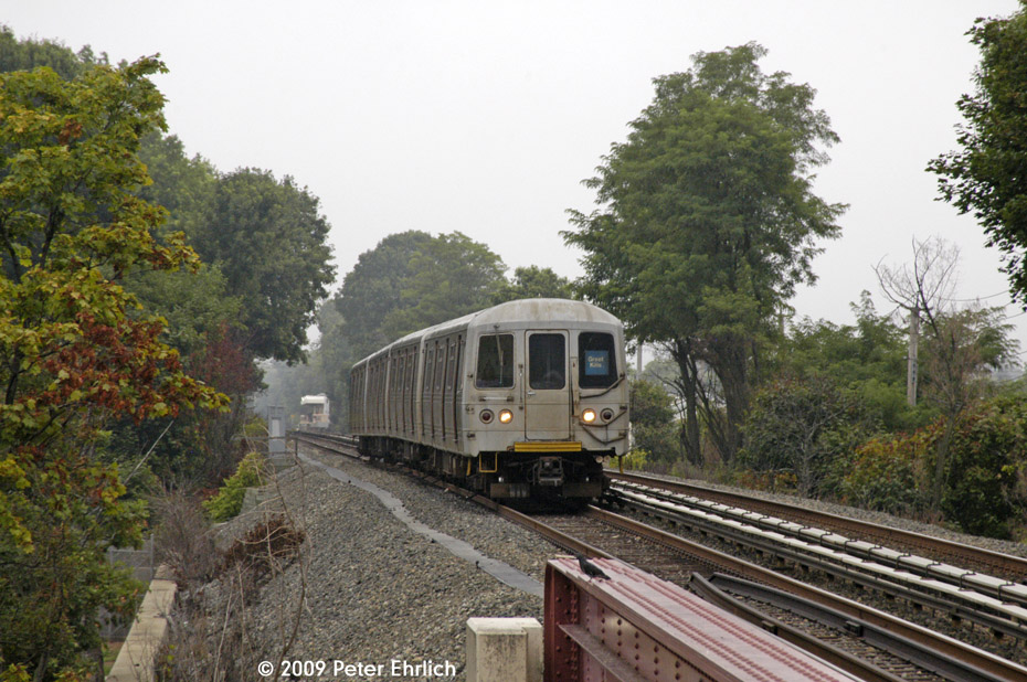 (245k, 930x618)<br><b>Country:</b> United States<br><b>City:</b> New York<br><b>System:</b> New York City Transit<br><b>Line:</b> SIRT<br><b>Location:</b> Jefferson Avenue <br><b>Car:</b> R-44 SIRT (St. Louis, 1971-1973) 442 <br><b>Photo by:</b> Peter Ehrlich<br><b>Date:</b> 7/29/2009<br><b>Notes:</b> Outbound<br><b>Viewed (this week/total):</b> 0 / 1289