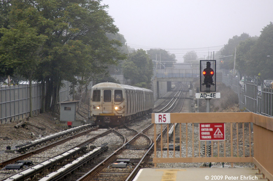 (218k, 930x618)<br><b>Country:</b> United States<br><b>City:</b> New York<br><b>System:</b> New York City Transit<br><b>Line:</b> SIRT<br><b>Location:</b> Jefferson Avenue <br><b>Car:</b> R-44 SIRT (St. Louis, 1971-1973) 444 <br><b>Photo by:</b> Peter Ehrlich<br><b>Date:</b> 7/29/2009<br><b>Notes:</b> Inbound<br><b>Viewed (this week/total):</b> 0 / 1503