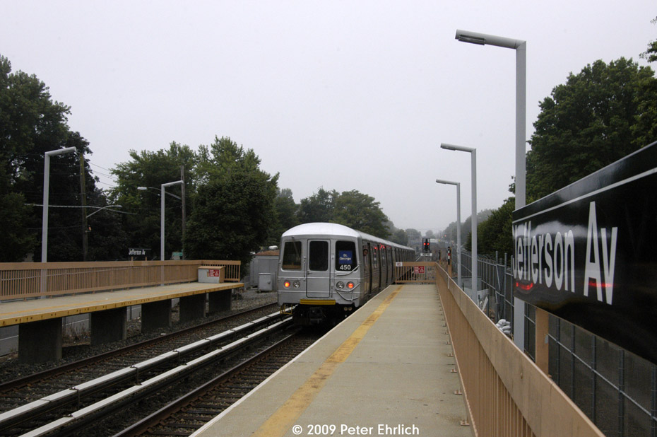 (176k, 930x618)<br><b>Country:</b> United States<br><b>City:</b> New York<br><b>System:</b> New York City Transit<br><b>Line:</b> SIRT<br><b>Location:</b> Jefferson Avenue <br><b>Car:</b> R-44 SIRT (St. Louis, 1971-1973) 450 <br><b>Photo by:</b> Peter Ehrlich<br><b>Date:</b> 7/29/2009<br><b>Notes:</b> Outbound. Trailing view.  Note the B&O position light signal.<br><b>Viewed (this week/total):</b> 2 / 824