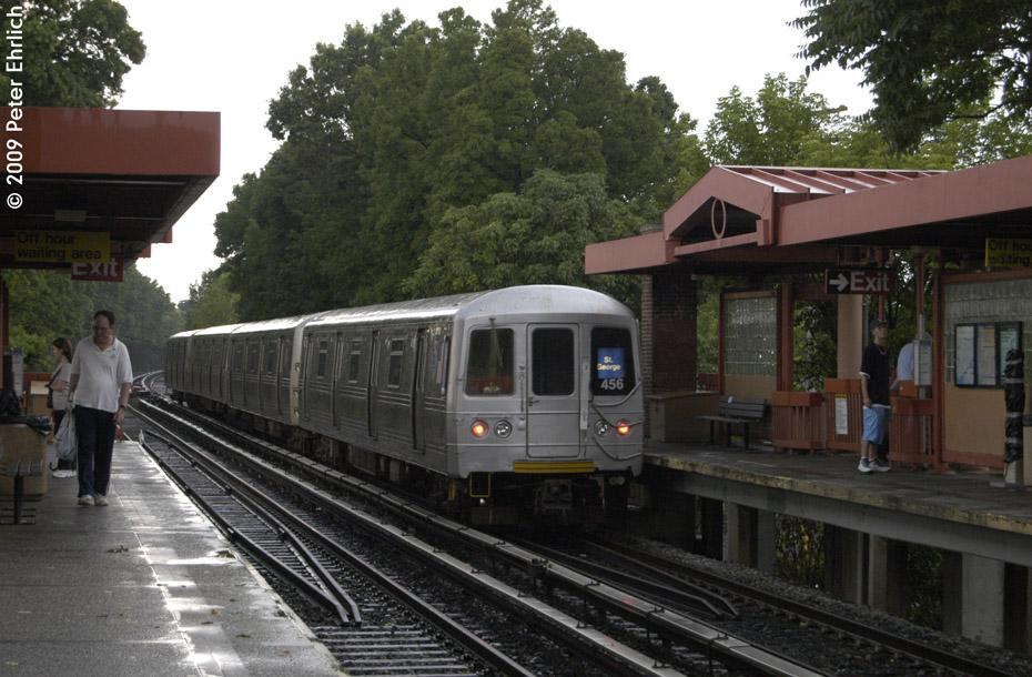 (216k, 930x610)<br><b>Country:</b> United States<br><b>City:</b> New York<br><b>System:</b> New York City Transit<br><b>Line:</b> SIRT<br><b>Location:</b> Eltingville <br><b>Car:</b> R-44 SIRT (St. Louis, 1971-1973) 456 <br><b>Photo by:</b> Peter Ehrlich<br><b>Date:</b> 7/29/2009<br><b>Notes:</b> Outbound<br><b>Viewed (this week/total):</b> 0 / 1142