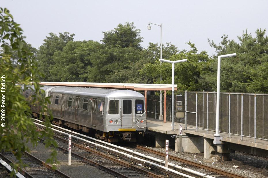 (243k, 930x618)<br><b>Country:</b> United States<br><b>City:</b> New York<br><b>System:</b> New York City Transit<br><b>Line:</b> SIRT<br><b>Location:</b> Tottenville <br><b>Car:</b> R-44 SIRT (St. Louis, 1971-1973) 456 <br><b>Photo by:</b> Peter Ehrlich<br><b>Date:</b> 7/29/2009<br><b>Viewed (this week/total):</b> 0 / 932