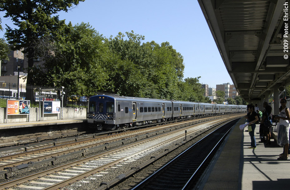 (274k, 930x610)<br><b>Country:</b> United States<br><b>City:</b> New York<br><b>System:</b> Metro-North Railroad (or Amtrak or Predecessor RR)<br><b>Line:</b> Metro North-Harlem Line<br><b>Location:</b> Fordham <br><b>Car:</b> MNRR M-7a EMU (Bombardier) 4068 <br><b>Photo by:</b> Peter Ehrlich<br><b>Date:</b> 8/1/2009<br><b>Notes:</b> Inbound<br><b>Viewed (this week/total):</b> 0 / 7906