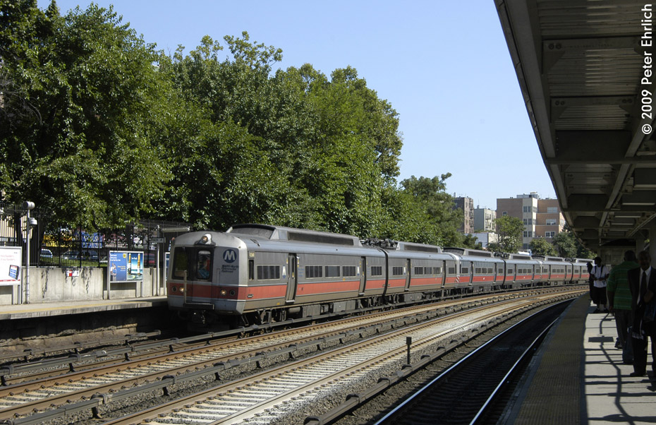 (275k, 930x602)<br><b>Country:</b> United States<br><b>City:</b> New York<br><b>System:</b> Metro-North Railroad (or Amtrak or Predecessor RR)<br><b>Line:</b> Metro North-Harlem Line<br><b>Location:</b> Fordham <br><b>Car:</b> MNRR M-2 EMU (GE/Vickers) 8471 <br><b>Photo by:</b> Peter Ehrlich<br><b>Date:</b> 8/1/2009<br><b>Notes:</b> Inbound<br><b>Viewed (this week/total):</b> 0 / 832