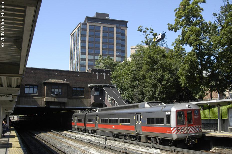 (261k, 930x618)<br><b>Country:</b> United States<br><b>City:</b> New York<br><b>System:</b> Metro-North Railroad (or Amtrak or Predecessor RR)<br><b>Line:</b> Metro North-Harlem Line<br><b>Location:</b> Fordham <br><b>Car:</b> MNRR M-2 EMU (GE/Vickers) 8700 <br><b>Photo by:</b> Peter Ehrlich<br><b>Date:</b> 8/1/2009<br><b>Notes:</b> Inbound<br><b>Viewed (this week/total):</b> 0 / 810