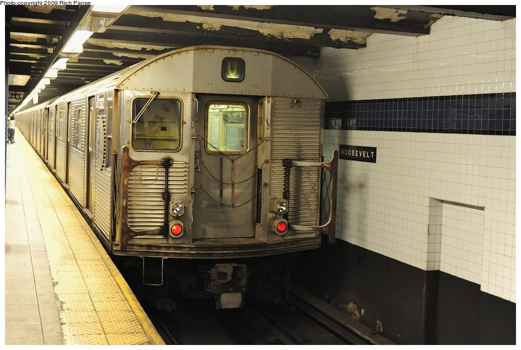 (186k, 1044x701)<br><b>Country:</b> United States<br><b>City:</b> New York<br><b>System:</b> New York City Transit<br><b>Line:</b> IND Queens Boulevard Line<br><b>Location:</b> Roosevelt Avenue <br><b>Route:</b> V<br><b>Car:</b> R-32 (Budd, 1964)  3932 <br><b>Photo by:</b> Richard Panse<br><b>Date:</b> 8/3/2009<br><b>Viewed (this week/total):</b> 5 / 853