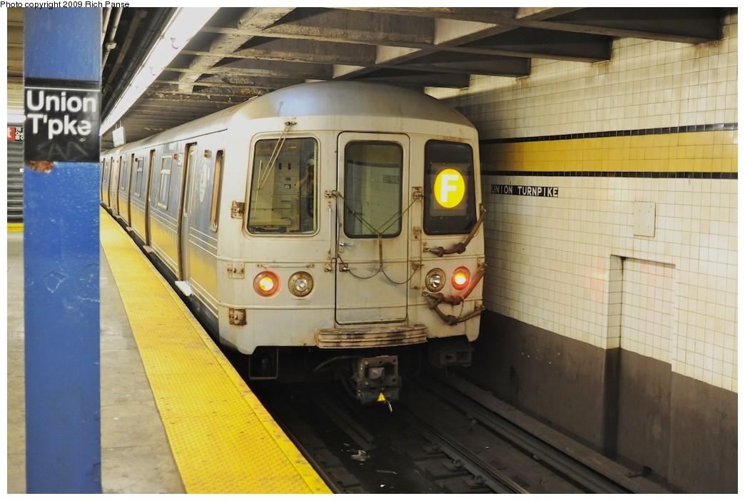 (175k, 1044x702)<br><b>Country:</b> United States<br><b>City:</b> New York<br><b>System:</b> New York City Transit<br><b>Line:</b> IND Queens Boulevard Line<br><b>Location:</b> Union Turnpike/Kew Gardens <br><b>Route:</b> F<br><b>Car:</b> R-46 (Pullman-Standard, 1974-75) 5594 <br><b>Photo by:</b> Richard Panse<br><b>Date:</b> 8/3/2009<br><b>Viewed (this week/total):</b> 1 / 1045