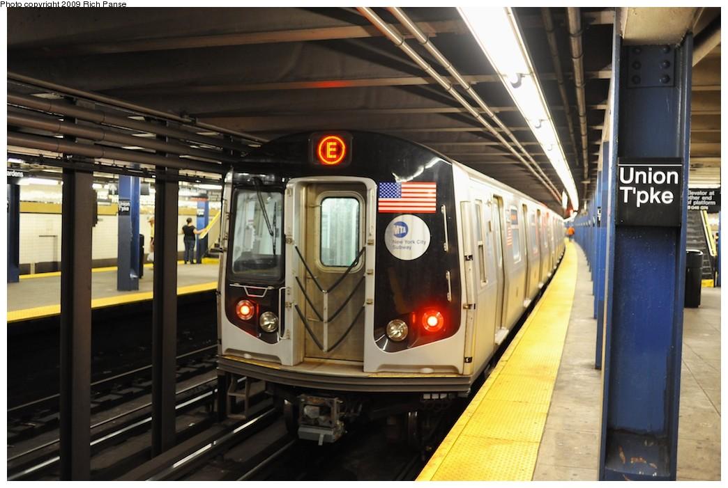 (178k, 1044x701)<br><b>Country:</b> United States<br><b>City:</b> New York<br><b>System:</b> New York City Transit<br><b>Line:</b> IND Queens Boulevard Line<br><b>Location:</b> Union Turnpike/Kew Gardens <br><b>Route:</b> E<br><b>Car:</b> R-160A (Option 1) (Alstom, 2008-2009, 5 car sets)  9322 <br><b>Photo by:</b> Richard Panse<br><b>Date:</b> 8/3/2009<br><b>Viewed (this week/total):</b> 4 / 1063