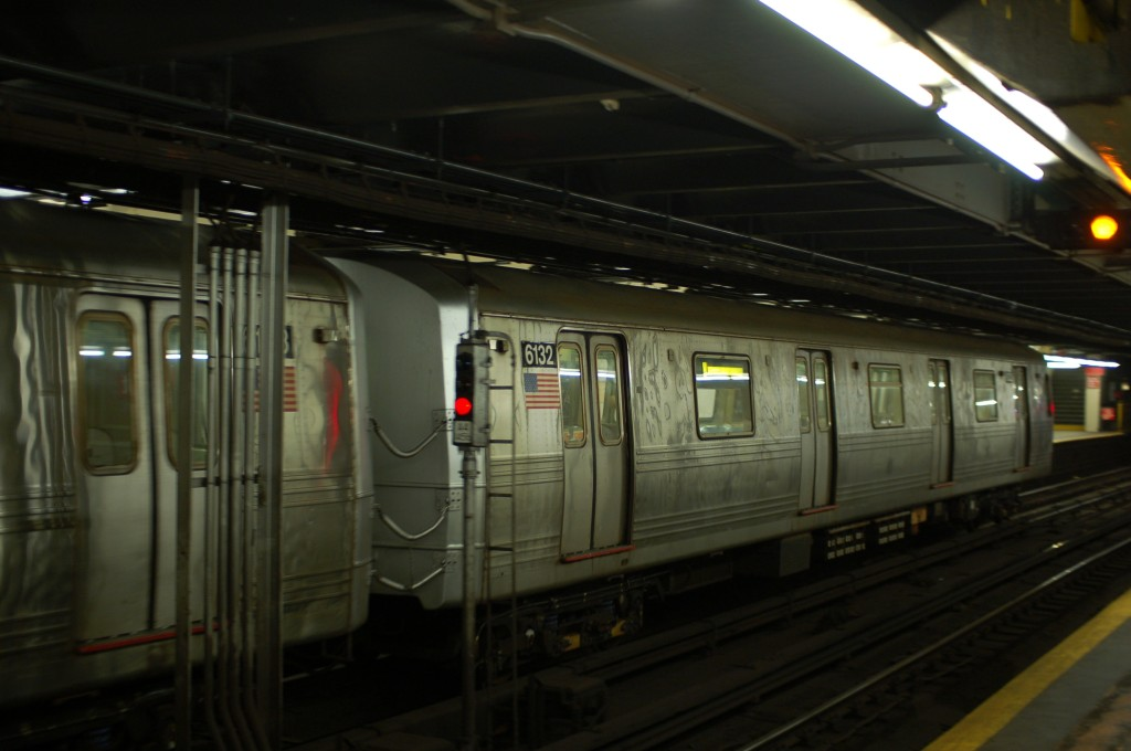 (178k, 1024x680)<br><b>Country:</b> United States<br><b>City:</b> New York<br><b>System:</b> New York City Transit<br><b>Line:</b> IND 8th Avenue Line<br><b>Location:</b> 181st Street <br><b>Route:</b> A<br><b>Car:</b> R-46 (Pullman-Standard, 1974-75) 6132 <br><b>Photo by:</b> Brian Weinberg<br><b>Date:</b> 8/2/2009<br><b>Viewed (this week/total):</b> 2 / 1459
