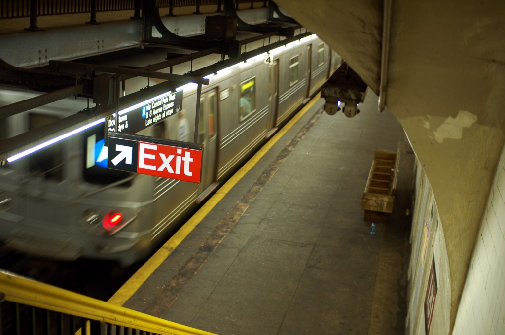 (193k, 1024x680)<br><b>Country:</b> United States<br><b>City:</b> New York<br><b>System:</b> New York City Transit<br><b>Line:</b> IND 8th Avenue Line<br><b>Location:</b> 181st Street <br><b>Route:</b> A<br><b>Car:</b> R-46 (Pullman-Standard, 1974-75)  <br><b>Photo by:</b> Brian Weinberg<br><b>Date:</b> 8/2/2009<br><b>Viewed (this week/total):</b> 3 / 1338