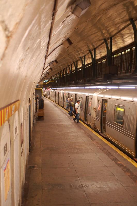 (167k, 531x800)<br><b>Country:</b> United States<br><b>City:</b> New York<br><b>System:</b> New York City Transit<br><b>Line:</b> IND 8th Avenue Line<br><b>Location:</b> 181st Street <br><b>Route:</b> A<br><b>Car:</b> R-44 (St. Louis, 1971-73) 5372 <br><b>Photo by:</b> Brian Weinberg<br><b>Date:</b> 8/2/2009<br><b>Viewed (this week/total):</b> 1 / 1171