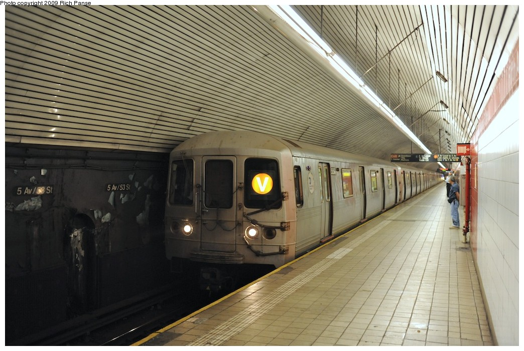 (209k, 1044x701)<br><b>Country:</b> United States<br><b>City:</b> New York<br><b>System:</b> New York City Transit<br><b>Line:</b> IND Queens Boulevard Line<br><b>Location:</b> 5th Avenue/53rd Street <br><b>Route:</b> V<br><b>Car:</b> R-46 (Pullman-Standard, 1974-75) 5550 <br><b>Photo by:</b> Richard Panse<br><b>Date:</b> 8/18/2009<br><b>Viewed (this week/total):</b> 2 / 1405
