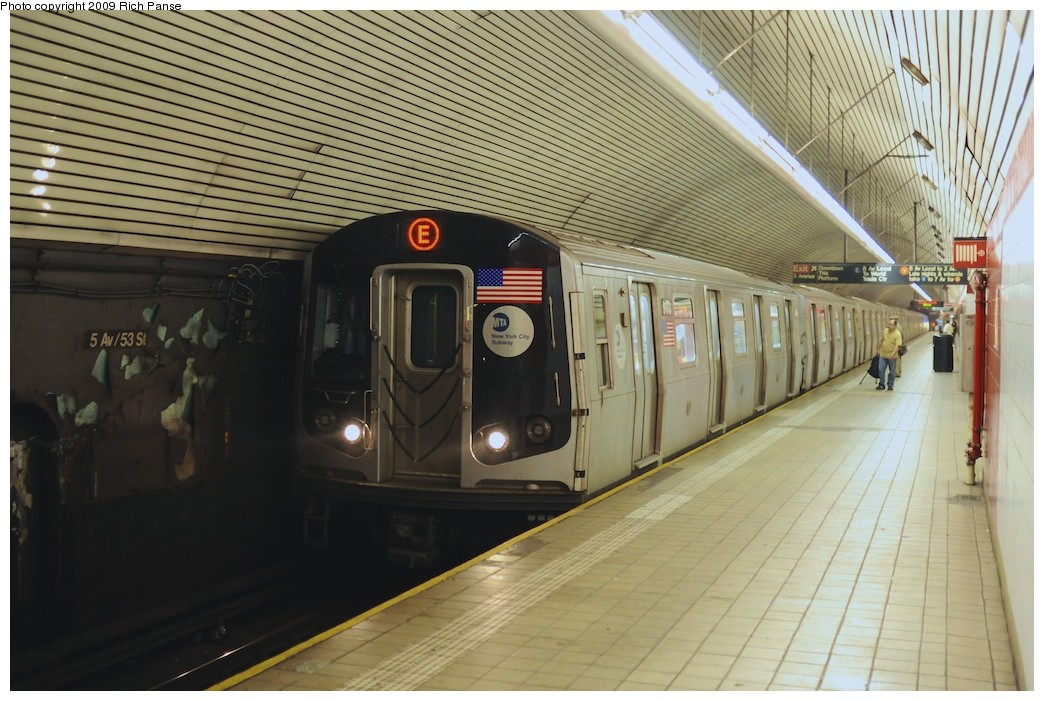 (196k, 1044x701)<br><b>Country:</b> United States<br><b>City:</b> New York<br><b>System:</b> New York City Transit<br><b>Line:</b> IND Queens Boulevard Line<br><b>Location:</b> 5th Avenue/53rd Street <br><b>Route:</b> E<br><b>Car:</b> R-160B (Option 1) (Kawasaki, 2008-2009)  9173 <br><b>Photo by:</b> Richard Panse<br><b>Date:</b> 8/18/2009<br><b>Viewed (this week/total):</b> 1 / 1520