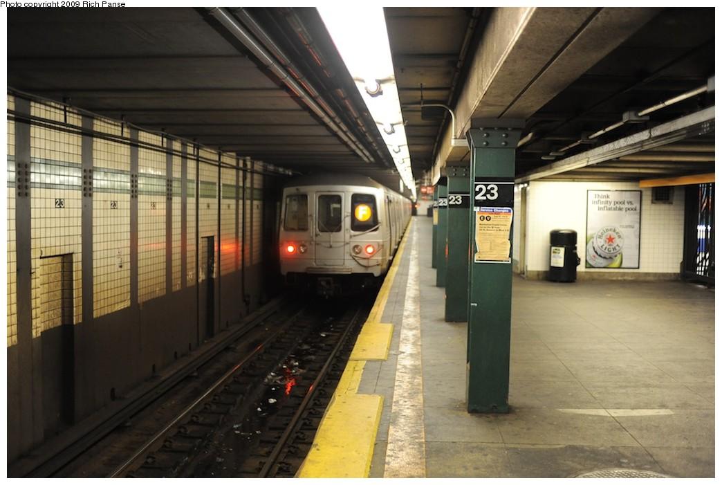 (168k, 1044x701)<br><b>Country:</b> United States<br><b>City:</b> New York<br><b>System:</b> New York City Transit<br><b>Line:</b> IND 6th Avenue Line<br><b>Location:</b> 23rd Street <br><b>Route:</b> F<br><b>Car:</b> R-46 (Pullman-Standard, 1974-75)  <br><b>Photo by:</b> Richard Panse<br><b>Date:</b> 8/18/2009<br><b>Viewed (this week/total):</b> 1 / 1313
