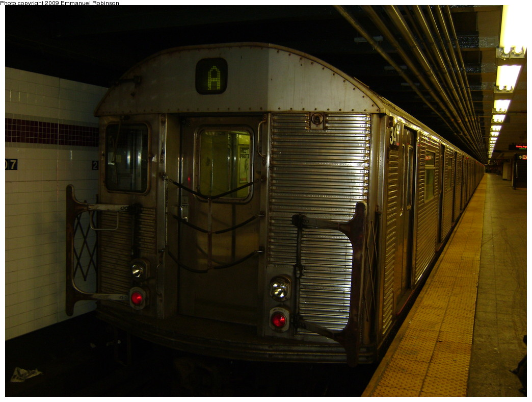 (212k, 1044x788)<br><b>Country:</b> United States<br><b>City:</b> New York<br><b>System:</b> New York City Transit<br><b>Line:</b> IND 8th Avenue Line<br><b>Location:</b> 207th Street <br><b>Route:</b> A<br><b>Car:</b> R-32 (Budd, 1964)  3417 <br><b>Photo by:</b> Emmanuel Robinson<br><b>Date:</b> 1/17/2008<br><b>Viewed (this week/total):</b> 0 / 660