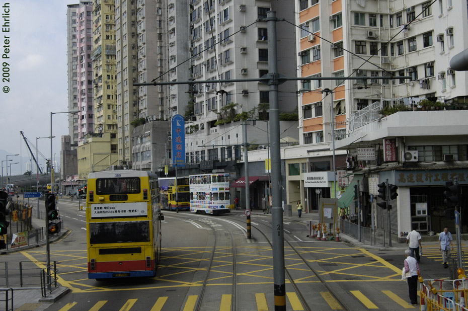 (244k, 930x618)<br><b>Country:</b> China (Hong Kong)<br><b>City:</b> Hong Kong<br><b>System:</b> Hong Kong Tramway Ltd.<br><b>Location:</b> Des Voeux Road <br><b>Car:</b>  117 <br><b>Photo by:</b> Peter Ehrlich<br><b>Date:</b> 5/15/2009<br><b>Notes:</b> Just east of Kennedy Town.  This is the only stretch featuring center bracket arm wire supports.<br><b>Viewed (this week/total):</b> 1 / 436
