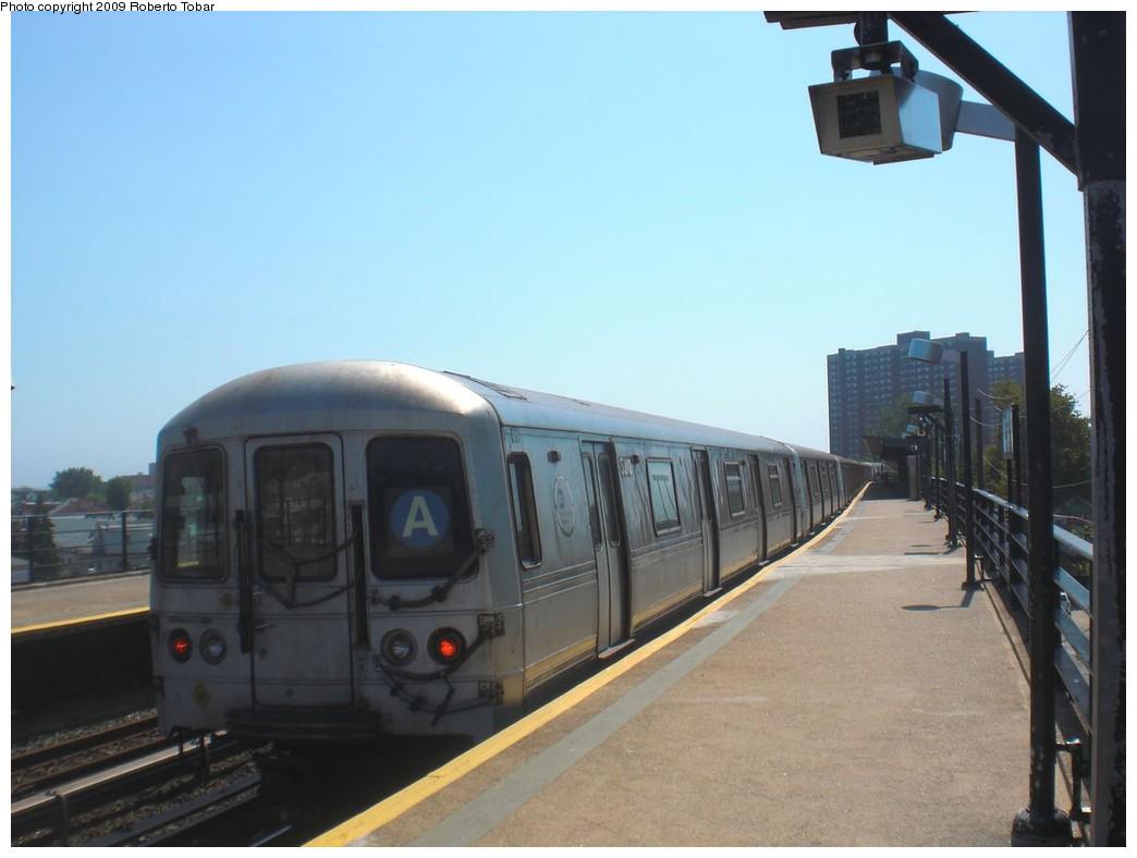 (169k, 1044x788)<br><b>Country:</b> United States<br><b>City:</b> New York<br><b>System:</b> New York City Transit<br><b>Line:</b> IND Rockaway<br><b>Location:</b> Beach 25th Street/Wavecrest <br><b>Route:</b> A<br><b>Car:</b> R-44 (St. Louis, 1971-73)  <br><b>Photo by:</b> Roberto C. Tobar<br><b>Date:</b> 8/21/2009<br><b>Viewed (this week/total):</b> 1 / 832