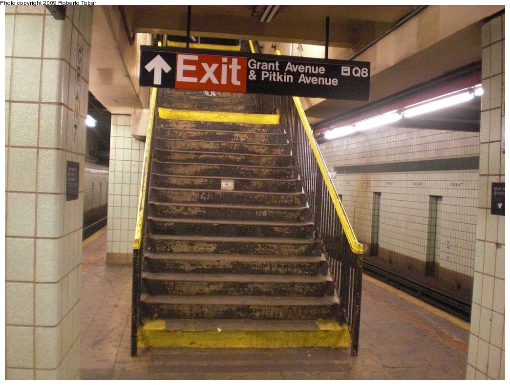 (267k, 1044x788)<br><b>Country:</b> United States<br><b>City:</b> New York<br><b>System:</b> New York City Transit<br><b>Line:</b> IND Fulton Street Line<br><b>Location:</b> Grant Avenue <br><b>Photo by:</b> Roberto C. Tobar<br><b>Date:</b> 8/21/2009<br><b>Notes:</b> Platform view.<br><b>Viewed (this week/total):</b> 2 / 1460