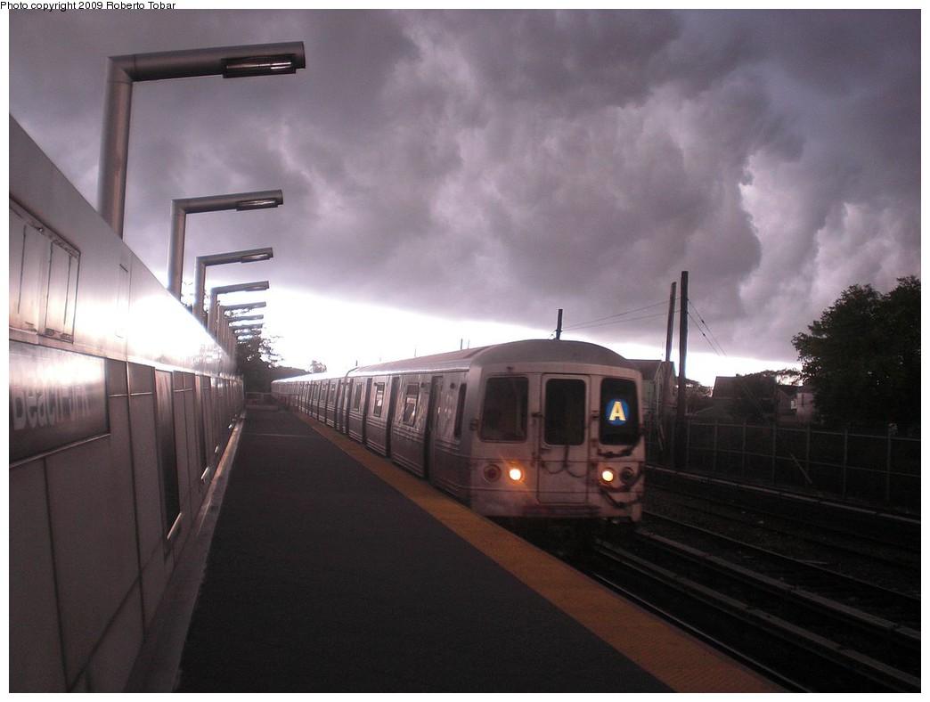 (172k, 1044x788)<br><b>Country:</b> United States<br><b>City:</b> New York<br><b>System:</b> New York City Transit<br><b>Line:</b> IND Rockaway<br><b>Location:</b> Howard Beach <br><b>Route:</b> A<br><b>Car:</b> R-44 (St. Louis, 1971-73)  <br><b>Photo by:</b> Roberto C. Tobar<br><b>Date:</b> 8/21/2009<br><b>Viewed (this week/total):</b> 0 / 1998