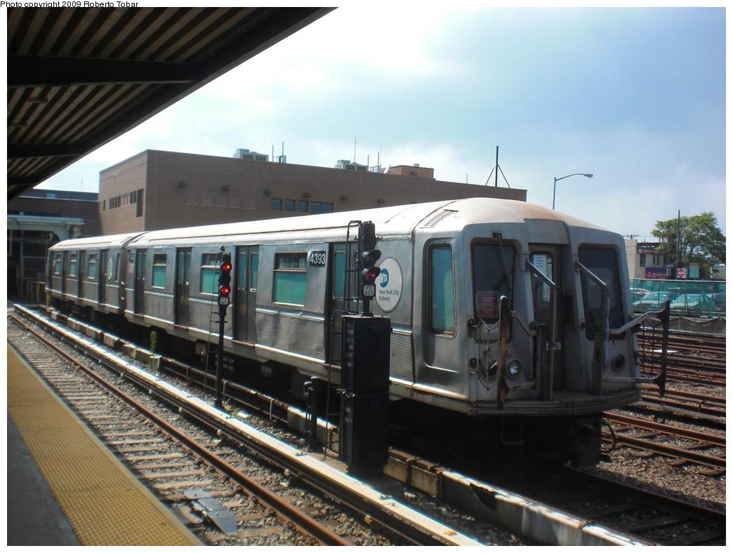 (232k, 1044x788)<br><b>Country:</b> United States<br><b>City:</b> New York<br><b>System:</b> New York City Transit<br><b>Location:</b> Rockaway Park Yard<br><b>Car:</b> R-40 (St. Louis, 1968)  4393 <br><b>Photo by:</b> Roberto C. Tobar<br><b>Date:</b> 8/21/2009<br><b>Viewed (this week/total):</b> 3 / 1088