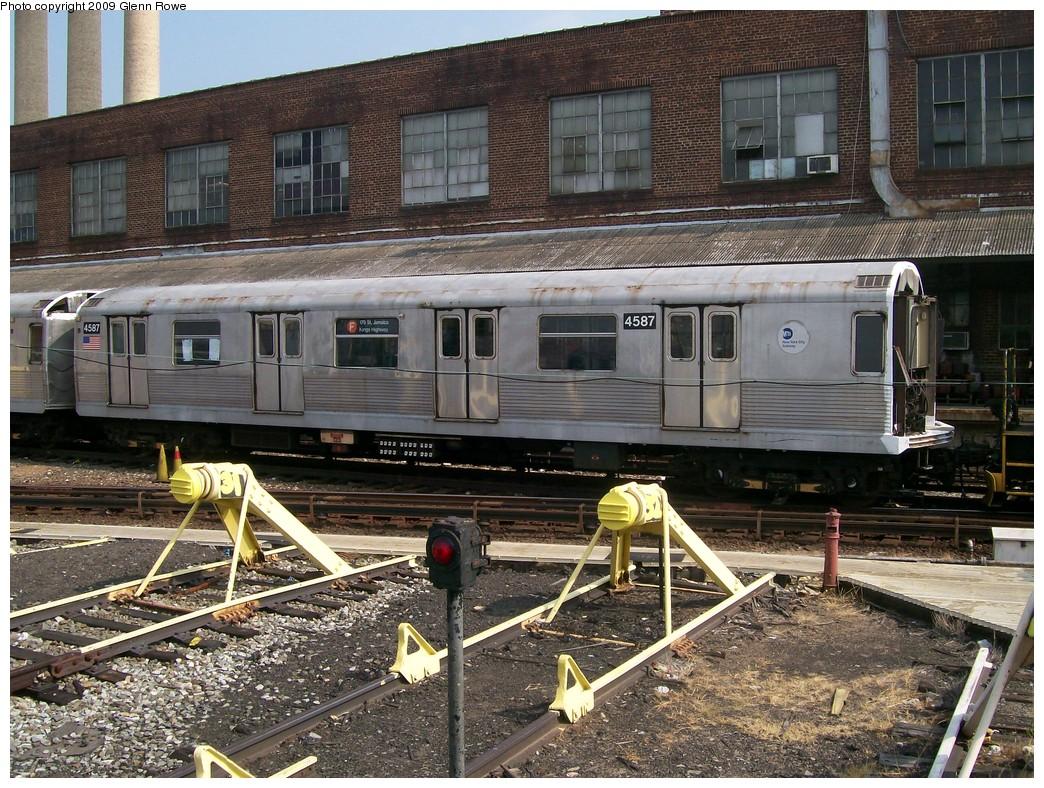 (309k, 1044x788)<br><b>Country:</b> United States<br><b>City:</b> New York<br><b>System:</b> New York City Transit<br><b>Location:</b> 207th Street Yard<br><b>Car:</b> R-42 (St. Louis, 1969-1970)  4587 <br><b>Photo by:</b> Glenn L. Rowe<br><b>Date:</b> 8/20/2009<br><b>Notes:</b> Scrap<br><b>Viewed (this week/total):</b> 1 / 1107