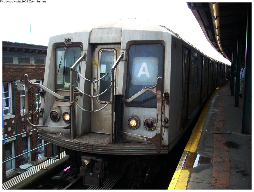 (249k, 1044x788)<br><b>Country:</b> United States<br><b>City:</b> New York<br><b>System:</b> New York City Transit<br><b>Line:</b> IND Fulton Street Line<br><b>Location:</b> Lefferts Boulevard <br><b>Route:</b> A<br><b>Car:</b> R-40 (St. Louis, 1968)  4432 <br><b>Photo by:</b> Zach Summer<br><b>Date:</b> 6/9/2009<br><b>Viewed (this week/total):</b> 1 / 823