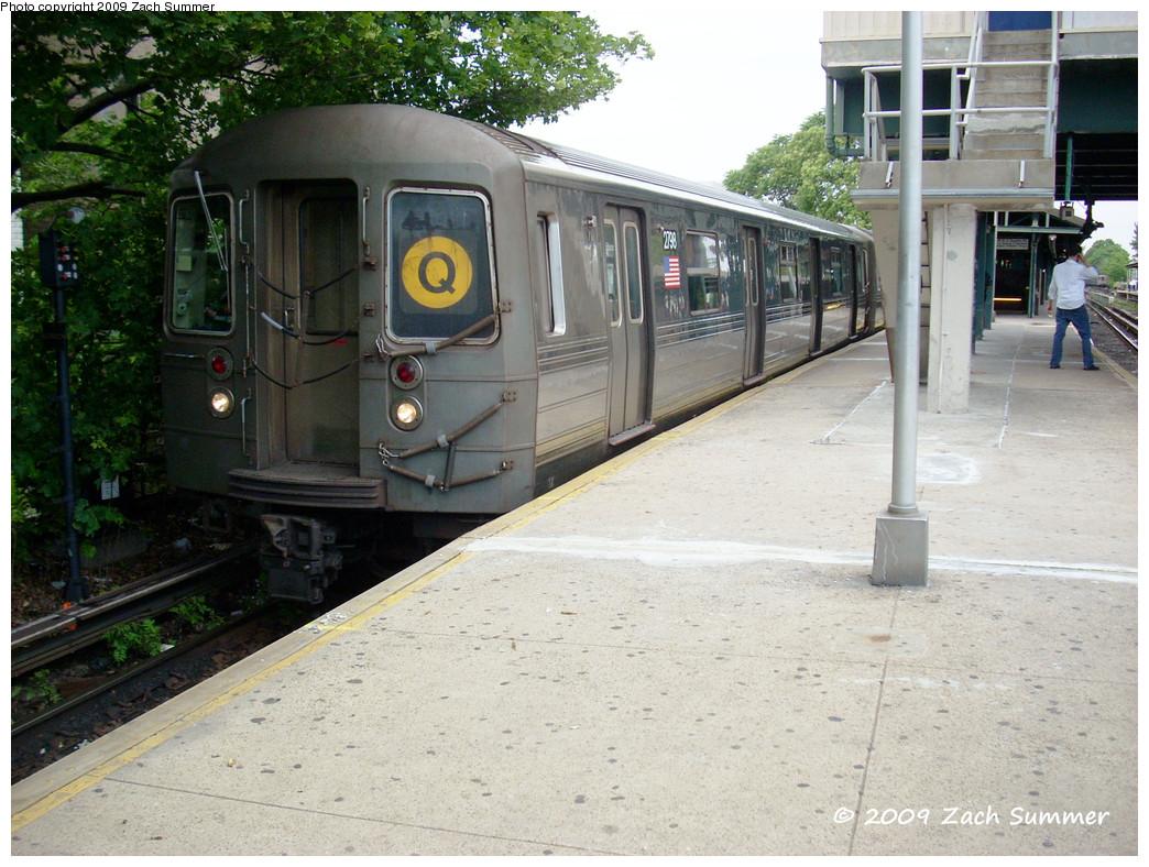 (310k, 1044x788)<br><b>Country:</b> United States<br><b>City:</b> New York<br><b>System:</b> New York City Transit<br><b>Line:</b> BMT Brighton Line<br><b>Location:</b> Kings Highway <br><b>Route:</b> Q<br><b>Car:</b> R-68 (Westinghouse-Amrail, 1986-1988)  2798 <br><b>Photo by:</b> Zach Summer<br><b>Date:</b> 6/9/2009<br><b>Viewed (this week/total):</b> 0 / 913