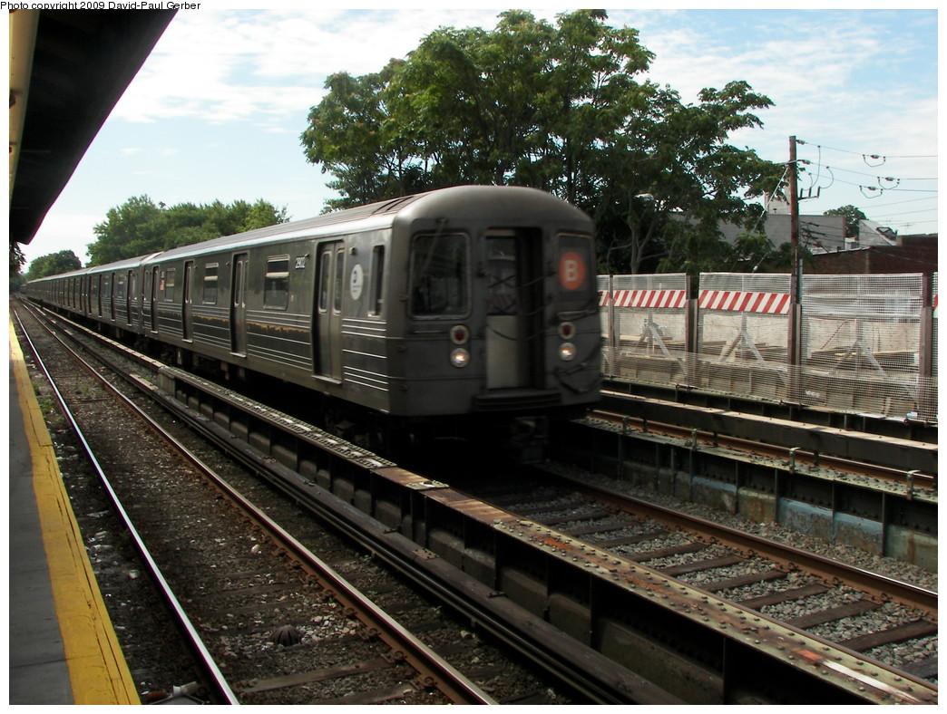 (316k, 1044x788)<br><b>Country:</b> United States<br><b>City:</b> New York<br><b>System:</b> New York City Transit<br><b>Line:</b> BMT Brighton Line<br><b>Location:</b> Neck Road <br><b>Route:</b> B<br><b>Car:</b> R-68 (Westinghouse-Amrail, 1986-1988)  2902 <br><b>Photo by:</b> David-Paul Gerber<br><b>Date:</b> 9/4/2009<br><b>Viewed (this week/total):</b> 0 / 1342