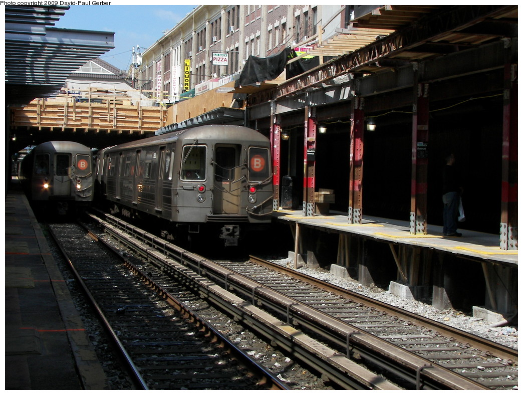 (323k, 1044x788)<br><b>Country:</b> United States<br><b>City:</b> New York<br><b>System:</b> New York City Transit<br><b>Line:</b> BMT Brighton Line<br><b>Location:</b> Newkirk Plaza (fmrly Newkirk Ave.) <br><b>Route:</b> B<br><b>Car:</b> R-68 (Westinghouse-Amrail, 1986-1988)   <br><b>Photo by:</b> David-Paul Gerber<br><b>Date:</b> 9/4/2009<br><b>Viewed (this week/total):</b> 4 / 1639