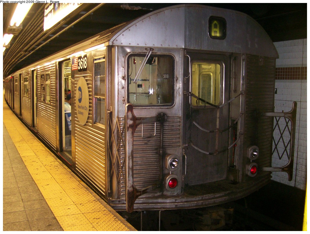 (233k, 1044x788)<br><b>Country:</b> United States<br><b>City:</b> New York<br><b>System:</b> New York City Transit<br><b>Line:</b> IND 8th Avenue Line<br><b>Location:</b> 207th Street <br><b>Route:</b> A<br><b>Car:</b> R-32 (Budd, 1964)  3618 <br><b>Photo by:</b> Glenn L. Rowe<br><b>Date:</b> 8/28/2009<br><b>Notes:</b> 0634 207 to LEF on A-4 track<br><b>Viewed (this week/total):</b> 0 / 773