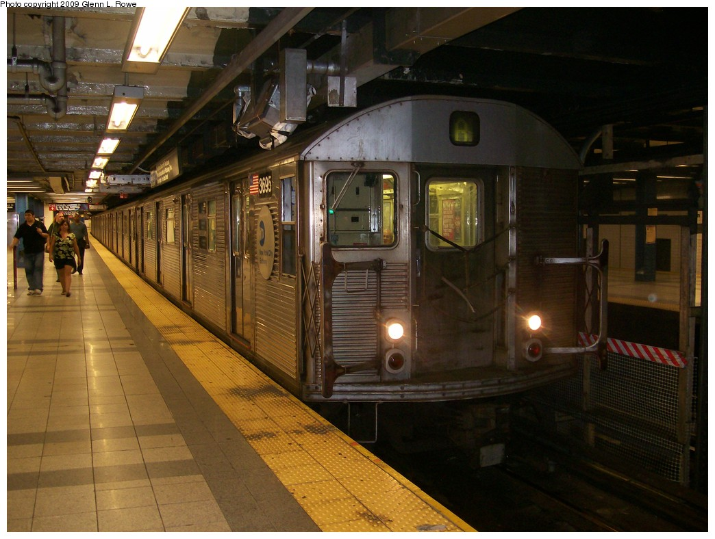 (209k, 1044x788)<br><b>Country:</b> United States<br><b>City:</b> New York<br><b>System:</b> New York City Transit<br><b>Line:</b> IND 8th Avenue Line<br><b>Location:</b> Canal Street-Holland Tunnel <br><b>Route:</b> A<br><b>Car:</b> R-32 (Budd, 1964)  3695 <br><b>Photo by:</b> Glenn L. Rowe<br><b>Date:</b> 9/9/2009<br><b>Viewed (this week/total):</b> 2 / 1195