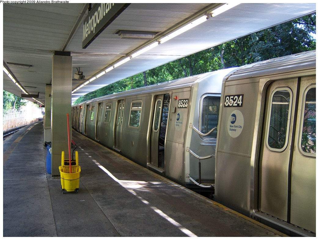 (254k, 1044x788)<br><b>Country:</b> United States<br><b>City:</b> New York<br><b>System:</b> New York City Transit<br><b>Line:</b> BMT Myrtle Avenue Line<br><b>Location:</b> Metropolitan Avenue <br><b>Route:</b> M<br><b>Car:</b> R-160A-1 (Alstom, 2005-2008, 4 car sets)  8523 <br><b>Photo by:</b> Aliandro Brathwaite<br><b>Date:</b> 8/26/2009<br><b>Viewed (this week/total):</b> 4 / 1463