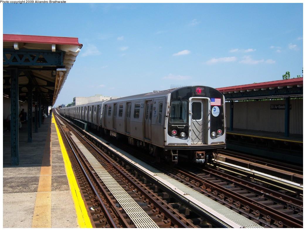 (248k, 1044x788)<br><b>Country:</b> United States<br><b>City:</b> New York<br><b>System:</b> New York City Transit<br><b>Line:</b> BMT Astoria Line<br><b>Location:</b> 39th/Beebe Aves. <br><b>Route:</b> N<br><b>Car:</b> R-160B (Kawasaki, 2005-2008)  8932 <br><b>Photo by:</b> Aliandro Brathwaite<br><b>Date:</b> 8/26/2009<br><b>Viewed (this week/total):</b> 1 / 1261