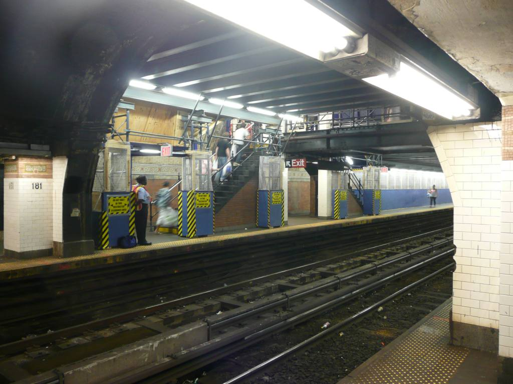 (125k, 1024x768)<br><b>Country:</b> United States<br><b>City:</b> New York<br><b>System:</b> New York City Transit<br><b>Line:</b> IRT West Side Line<br><b>Location:</b> 181st Street <br><b>Photo by:</b> Robbie Rosenfeld<br><b>Date:</b> 9/6/2009<br><b>Notes:</b> Scaffolding in place to repair ceiling at 181st St, after tile collapse in Aug.'09.<br><b>Viewed (this week/total):</b> 2 / 2539